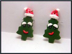 Boucles d'oreille sapin de Noël kawaii en fimo.