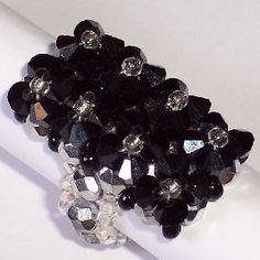 Bague en perles de rocaille, perles de verre et cristal de swarovski
