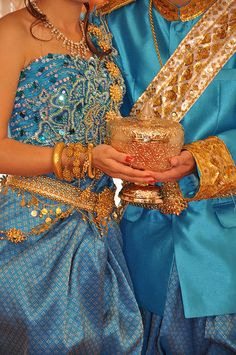 Bright colors and gold jewelry are standard, rather than the traditional white dress we are used to in the west. Cambodian Wedding Dress, Thai Wedding Dress, Laos Wedding, Khmer Wedding, Traditional Wedding, Traditional Dresses, Thai Dress, Wedding Outfits, Wedding Attire