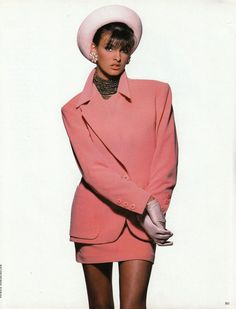 Linda Evangelista in Candy Colors for Vogue Italia, September 1990 Shot by Patrick Demarchelier Styled by Carlyne Cerf de Dudzeele Linda Evangelista, 80s And 90s Fashion, Retro Fashion, High Fashion, Vintage Fashion, Outfit Chic, Outfit Jeans, Patrick Demarchelier, Fashion Photo