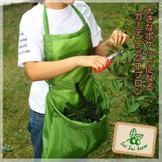 uruza: Haruna nabata gardening apron [DIY and gardening in the featured apron (apron garden garden) branches off, weeds and dead leaves to put big pockets when convenient (bag) gardening supplies] - Purchase now to accumulate reedemable points! Cute Aprons, Aprons For Men, Tool Apron, Apron Diy, Sewing Hacks, Sewing Projects, Easy Crafts To Make, Gardening Apron, Christmas Crafts For Gifts