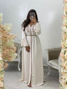 Modest Fashion Hijab, Modern Hijab Fashion, Arab Fashion, Islamic Fashion, Muslim Fashion, Fashion Outfits, Morrocan Dress, Moroccan Bride, Moroccan Caftan