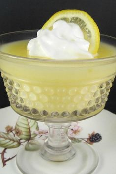 This homemade lemon pudding recipe uses fresh lemons and whole milk. Simple ingredients make this homemade pudding quick, easy, and delicious! Lemon Pudding Recipes, Lemon Dessert Recipes, Pudding Desserts, Lemon Recipes, Delicious Desserts, Juice Recipes, Easy Recipes, Instant Pudding, Chia Pudding