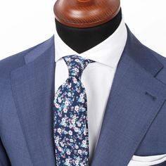 Close-up on the Lecce light blue jacket paired with an Admiral floral tie and White herringbone cutaway shirt. www.Grandfrank.com
