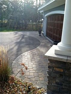Check out this cool double driveway - what a brilliant design .Check out this cool double entry - what a brilliant design ., cool design this double entry ein Hinkley Lighting Adair Outdoor Wall Easy Landscaping, Hardscape, Cottage Garden, House Front, Front Yard Landscaping, Driveway Entrance, Driveway Design, Exterior, Curb Appeal