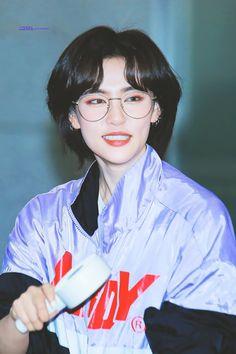 Girl Short Hair, Short Girls, Short Hair Cuts, Kpop Short Hair, Character Inspiration, Hair Inspiration, Korean Short Hair, Japanese Short Hair, Mullet Hairstyle