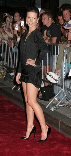 Kate Beckinsale is leggy at the Die Hard movie premiere wearing a short dress and towering high heel stilettos. This is one of the great red carpet sexy legs photos of Kate and prety much any other actress. Kate Beckinsale Hot, Kate Beckinsale Pictures, Beautiful Celebrities, Beautiful Actresses, Women Legs, Michael Kors, Hollywood Celebrities, Beautiful Legs, Sexy Legs