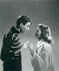 A gallery of 99 It's a Wonderful Life publicity stills and other photos. Featuring James Stewart, Donna Reed, Thomas Mitchell, Karolyn Grimes and others. Golden Age Of Hollywood, Classic Hollywood, Old Hollywood, Hollywood Stars, Donna Reed, Great Christmas Movies, Great Movies, Xmas Movies, Christmas Classics