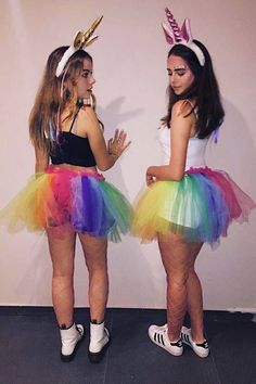 Halloween is best enjoyed with BFFs. Therefore, check out some of the best Halloween costumes for BFFs and make your Halloween something you can remember. Easy College Halloween Costumes, Unicorn Halloween Costume, Best Friend Halloween Costumes, Cute Costumes, Group Costumes, Halloween Outfits, Costume Ideas, Halloween Tumblr Costumes, Zombie Costumes