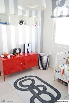 lastenhuone,lastenhuoneen sisustus,lastenhuoneen matto,unelmientalojakoti,värikäs lastenhuone