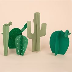 """Un tutoriel facile, rapide et gratuit qui permet de réaliser un do it yourself """"cactus en papier"""" à utiliser comme centre de table ou pour décorer la maison lors d'un goûter d'anniversaire de garçon sur le thème cow-boy et indien.                                                                                                                                                     Plus"""