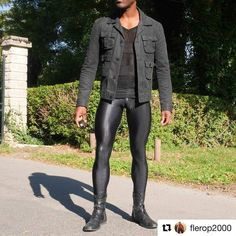 in Black Snake style. with Man in black. Love the blacksnake Leather Fashion, Leather Men, Leather Pants, Mens Fashion, Man In Black, Black Men, Lycra Men, Mode Man, Superenge Jeans
