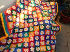 Ravelry: Project Gallery for Cream Flower Granny Square/rug pattern by Sue Pinner