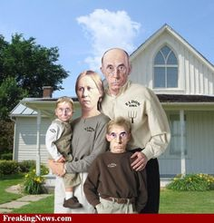 American Gothic parody and their children American Gothic Painting, American Gothic House, Grant Wood American Gothic, American Gothic Parody, Famous Art Pieces, Mona Lisa, Art Grants, Funky Art, Art Institute Of Chicago