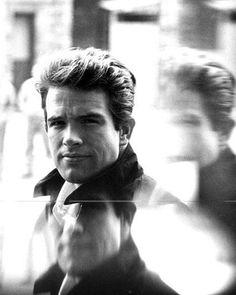 Warren Beatty - love portraits of young actors. :)