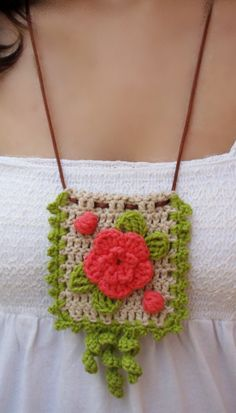 collares tejidos a crochet ile ilgili görsel sonucu Love Crochet, Crochet Flowers, Knit Crochet, Textile Jewelry, Fabric Jewelry, Crochet Bracelet, Crochet Earrings, Crochet Jewellery, Crochet Crafts