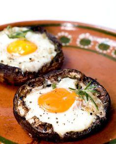eggs in portobello mushrooms, easy breakfast