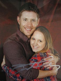 allaboutjensenackles: Photo Op with Jensen; Supernatural Vegas Con 2014: Day 3 The man I was most excited to meet….Jensen Ackles! I literally had no words when I first laid eyes on him in the photo op room....click through for a cute story :)