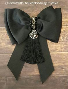 Moños Ribbon Jewelry, Ribbon Art, Fabric Jewelry, Ribbon Bows, Ribbon Crafts, Bow Accessories, Fashion Accessories, Fancy Bows, Look Fashion