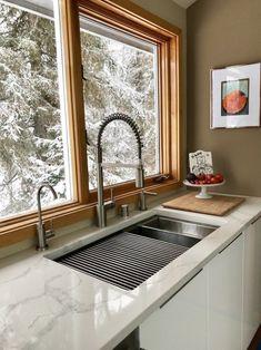 Kitchen Sink Design, Home Decor Kitchen, Kitchen Interior, New Kitchen, Kitchen Ideas, Kitchen Layout, Awesome Kitchen, Best Kitchen Sinks, Kitchen Decorations