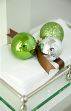 green, silver, brown - like this color combo Christmas Booth, Christmas Bathroom, Christmas Ideas, Christmas Decorations, Xmas, Holiday Decor, Old World Kitchens, Smell Good, House Colors