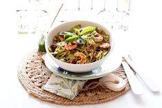 Lazos con pesto y langostinos   Velocidad Cuchara Tostadas, Pasta, Japchae, Ethnic Recipes, Blog, Cold, Salads, Dishes