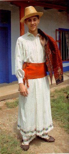 """Muzeul Naţional al Satului """"Dimitrie Gusti"""": Costumul românesc de patrimoniu - Dobrogea şi Bărăgan Folk Costume, Costumes, Lace Skirt, Romania, Skirts, Fashion, Moda, Dress Up Clothes, Costume"""