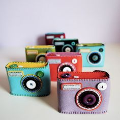Hine Mizushima creates unique camera cases for point-and-shoots and sells them through her Etsy store. Each felt case is unique and hand-stitched by Mizush Cute Camera, Camera Art, Toy Camera, Sewing Crafts, Sewing Projects, Felt Case, Creation Couture, Felt Toys, Iphone Phone Cases