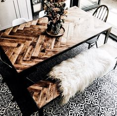 Can we just admire the details in this table?? #diningtable #shiplap
