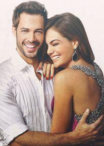 Con Ximena Navarrete, su compañera de elenco en La Tempestad, haciendo fotos para revista People en Español