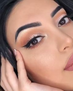 Apply Eyeliner Like A Pro Style - Calculating Infinity - . Apply Eyeliner Like A Pro Style - Calculating Infinity - Makeup Trends, Makeup Tips, Makeup Tutorials, Makeup Tutorial Videos, Beauty Makeup, Glam Makeup, Makeup Products, Beauty Care, Beauty Tips
