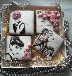 I made this set of gingerbreads for Anna's birthday. On the gingerbread I painted Audrey Hepburn. Fancy Cookies, Iced Cookies, Cute Cookies, Royal Icing Cookies, Cupcake Cookies, Sugar Cookies, Iced Biscuits, Paint Cookies, Cookie Designs