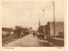 Gaastweg in verleden tijden. Op deze foto zijn nog veel huizen op de Gaastweg niet te zien. Links, vlak voor het Hotel het Witte huis zie wel het oude postkantoor waarin wij ook nog gewoond hebben.