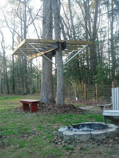 Skybarn - Treehouse supported with Kee Lite pipe fittings. http://www.simplifiedbuilding.com/blog/sky-barn-gets-started/ #keeklamp #playground
