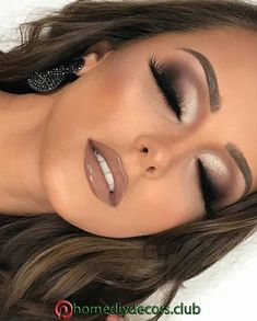 Nudelicious glossy and big eyelashes! Nudelicious glossy and big eyelashes! The post Nudelicious glossy and big eyelashes! & Beauty appeared first on Glossy makeup . Nude Makeup, Glam Makeup, Makeup Inspo, Makeup Eyeshadow, Makeup Inspiration, Makeup Tips, Hair Makeup, Neutral Eye Makeup, Makeup Goals