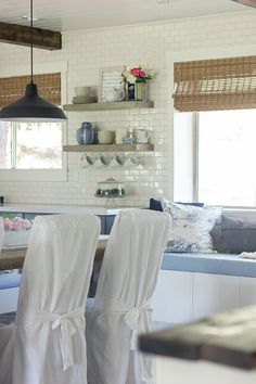 I can't believe this is a budget kitchen reno - absolutely amazing DIY that looks like they spent a ton eclecticallyvintage.com