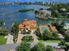 Discover Sarasota real estate and fall in love with this luxurious bayfront home in Harbor Acres: … 									source