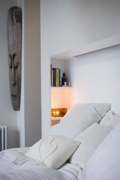 Built-in bed and shelving nook Barn Bedrooms, Home Bedroom, Master Bedroom, Bedroom Decor, Bedroom Nook, Small Condo Decorating, Decorating Ideas, Built In Bed, Bedroom Cupboards