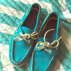 Teal sperry top siders Euc bright teal leather sperry boat shoes! Awesome for spring and summer size 7 Sperry Top-Sider Shoes Flats & Loafers
