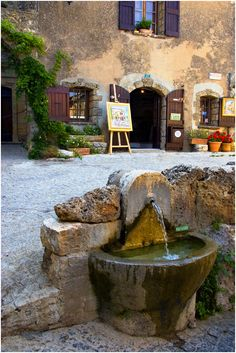 This is a fountain outside of an art gallery in Provence, France. Stunning natural design!
