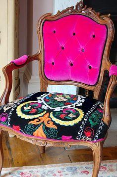 Eye For Design: Decorating With Velvet.Mixing Modern And Classic - Eye For Design: Decorating With Velvet…….Mixing Modern And Classic Funky Furniture, Painted Furniture, Furniture Ideas, Furniture Design, Interior Decorating, Interior Design, Diy Decorating, Upholstered Furniture, Upholstery