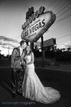 Remember to take a photo in front of the Las Vegas sign #lasvegas #wedding
