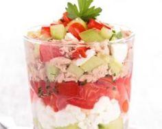 Verrine de tartare de concombre, tomates, feta et thon : http://www.fourchette-et-bikini.fr/recettes/recettes-minceur/verrine-de-tartare-de-concombre-tomates-feta-et-thon.html