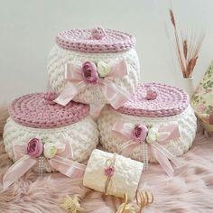 Фото Handmade World. - Her Crochet Diy Crochet Basket, Crochet Box, Crochet Basket Pattern, Knit Basket, Crochet Gifts, Crochet Flowers, Knit Crochet, Holiday Crochet Patterns, Crochet Storage