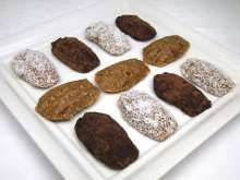 Healthy delicacy of Christmas time. Raw Food Recipes, Sweet Recipes, Healthy Recipes, Vegetarian Chocolate, Vegan Vegetarian, Bear Paws, Cake Pans, Fit, Christmas Time