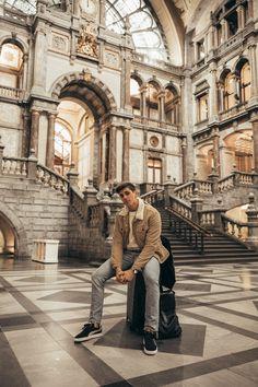 MATTGSTYLE by Matthias Geerts | Wearing LEVI'S jacket, LEVI'S jeans, SELECTED HOMME sweater, PUMA sneakers Antwerp, Belgium