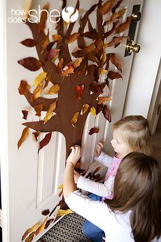 Raising Memories: Tutorial Tuesday: Fall Tree Door- my 3 year old would love! Great way to explore, teach about trees and fall, and let them be creative. Leaf Crafts Kids, Thanksgiving Crafts For Kids, Autumn Crafts, Crafts To Do, Holiday Crafts, Holiday Fun, Kid Crafts, Fall Projects, Autumn Activities
