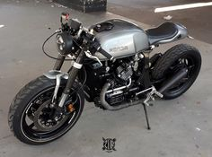 caferacergram Introducing the cafe racer by zainstom Cx500 Cafe Racer, Cb 450 Cafe Racer, Cafe Racer Helmet, Cafe Racer Motorcycle, Vintage Cafe Racer, Modern Cafe Racer, Custom Cafe Racer, Moto Cafe, Cafe Bike