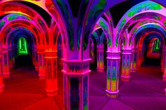 Possibly the most psychedelic place one can legally reach within San Francisco. Black lights set this labyrinth of mirrors a glow, making you completely lose track of where you are and where you are trying to go.