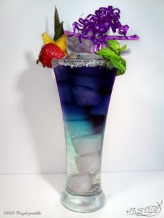 Purple puddle - Curacao blue, Vodka Black Sun, Sprite and Ice  Ice such a pretty drink